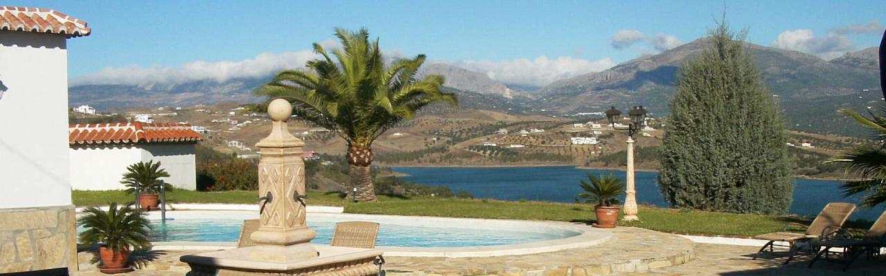 Our great country house by the Viñuela lake with sea water pool and unforgetable panoramic views