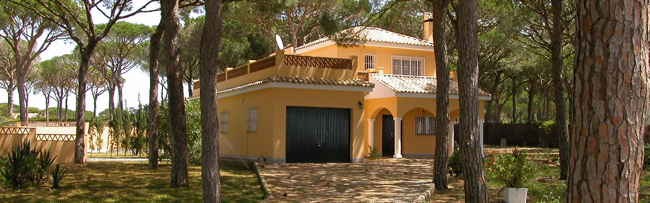 Our big beautiful villa for 9 persons in a quiet residential area - with private pool and undisturbed garden